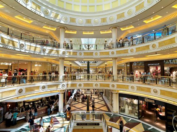 ローマのショッピングセンターEUROMA2