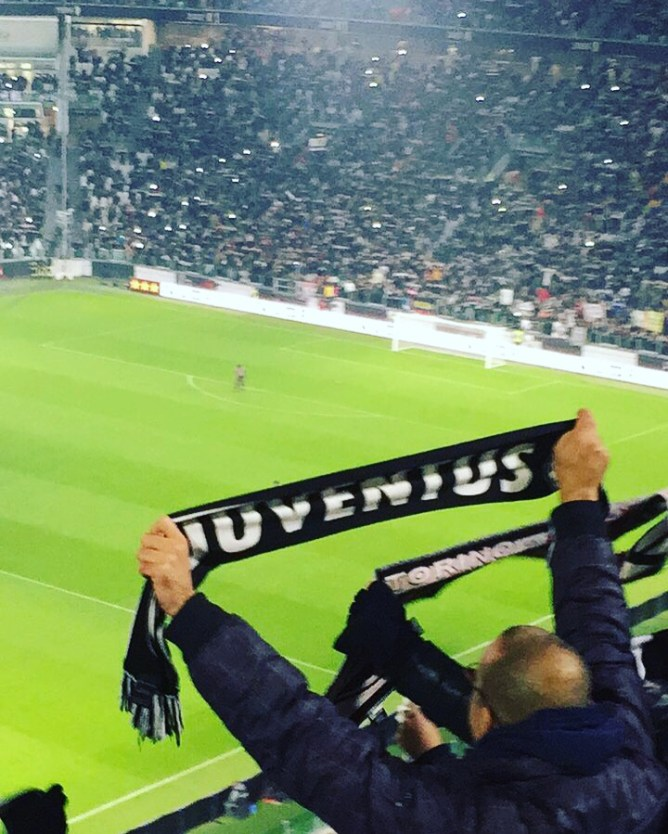 Juventus scarf - Seeing a soccer game in Italy