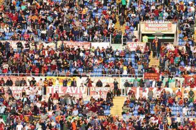 See a soccer game in Italy - Photo of a crowd at an AS Roma game in Stadio Olimpico