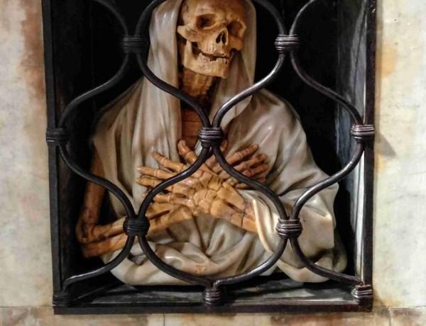 Skeleton tomb Rome