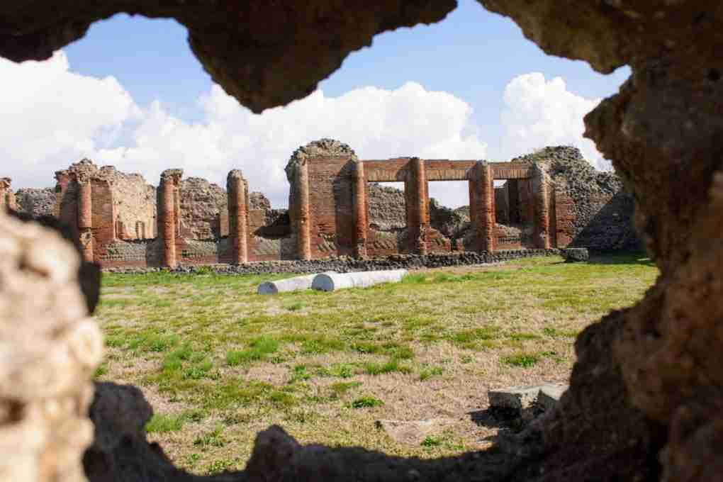 A Day Trip to Pompeii from Rome: DIY Trips and Guided Tours