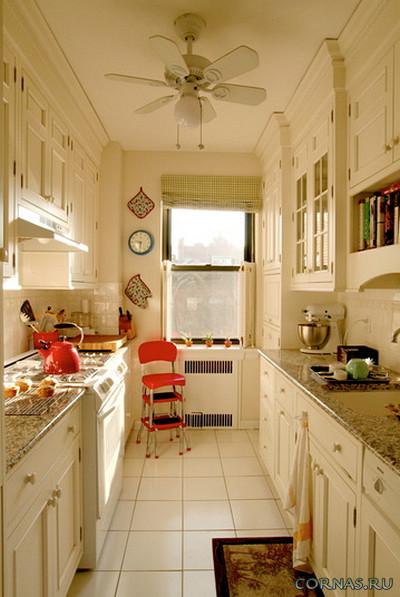 дизайн узкой кухни с окном в конце 7