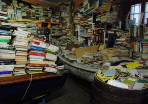 Libreria Acqua Alta: nell'ex magazzino dove i libri stanno in gondola e in vasca da bagno