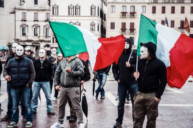 forza nuova, venezia, stazione santa lucia, veneto, politica