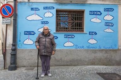 Roberto Lucano, 89 anni, è il papà del sindaco di Riace.Nonostante non votò per Domenico Lucano nelle prime elezioni, riconosce ora tutta la bontà di una politica di integrazione e di sostegno ai rifugiati.