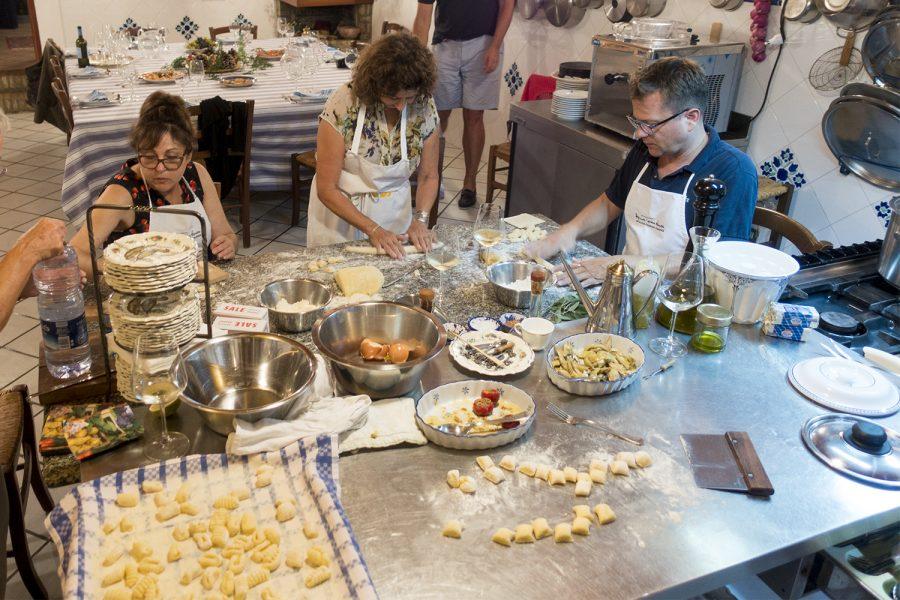 making gnocchi-case vecchie-sicily-sept2016