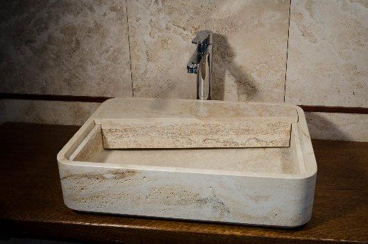 lavabo in pietra scavata