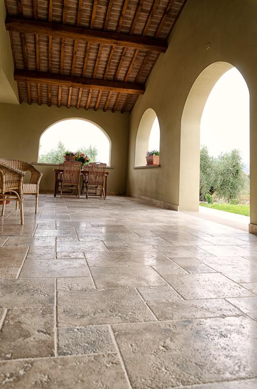 bolgheri-pavimento-in-pietra-di-rapolano.jpg