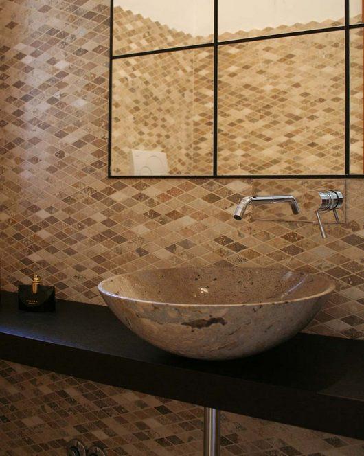 Mosaici in pietra naturale per rivestimento bagni - Rivestire le piastrelle del bagno ...