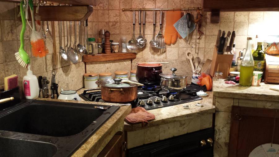 Usare le pietre naturali in cucina - Cucina rustica in pietra ...