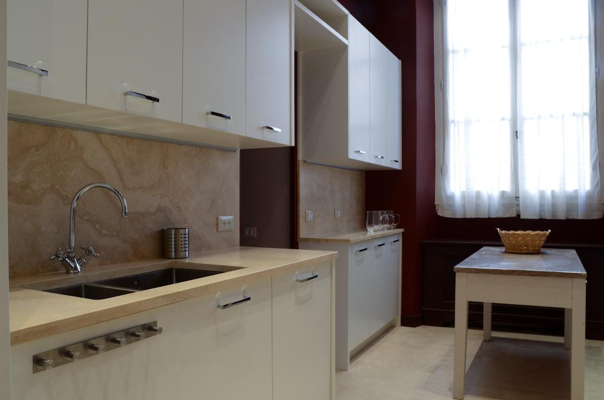 L uso del marmo in cucina for Piastrelle per parete cucina