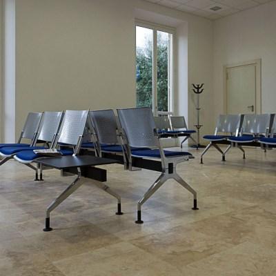 Sala attesa con pavimento in Pietra di Rapolano