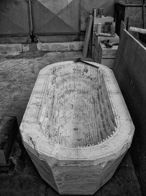 Lavorazione vasca in Travertino massello