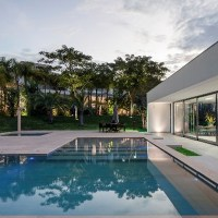 Villa con piscina in travertino