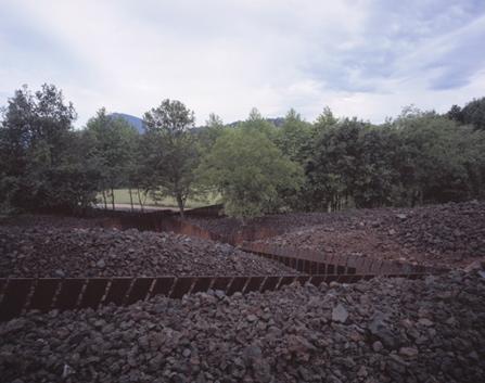 rcr-Arquitectes-parco-naturale-vulcano-catalogna-basalto-rocce-architettura-del-paesaggio