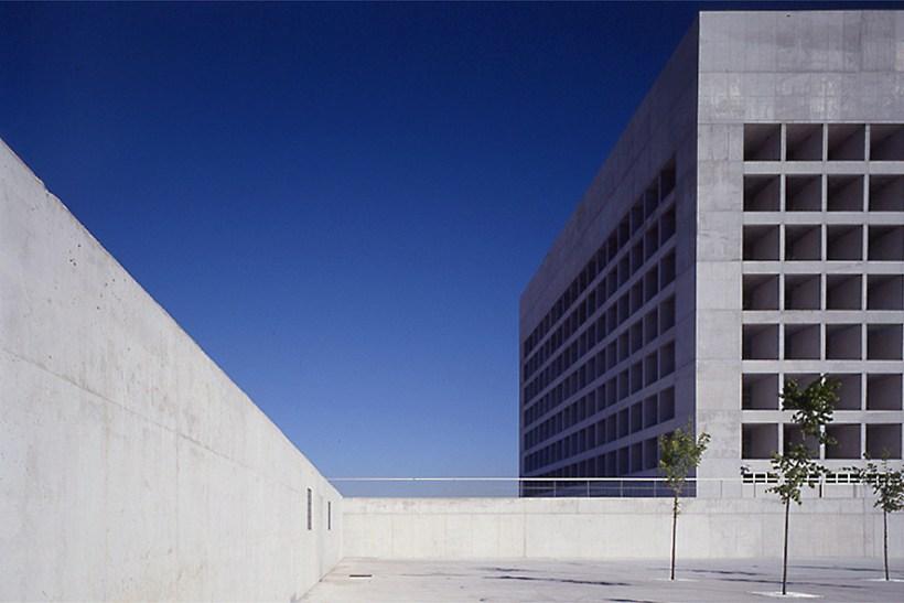 alberto-campo-baeza-edificio-architettura-caja-granada