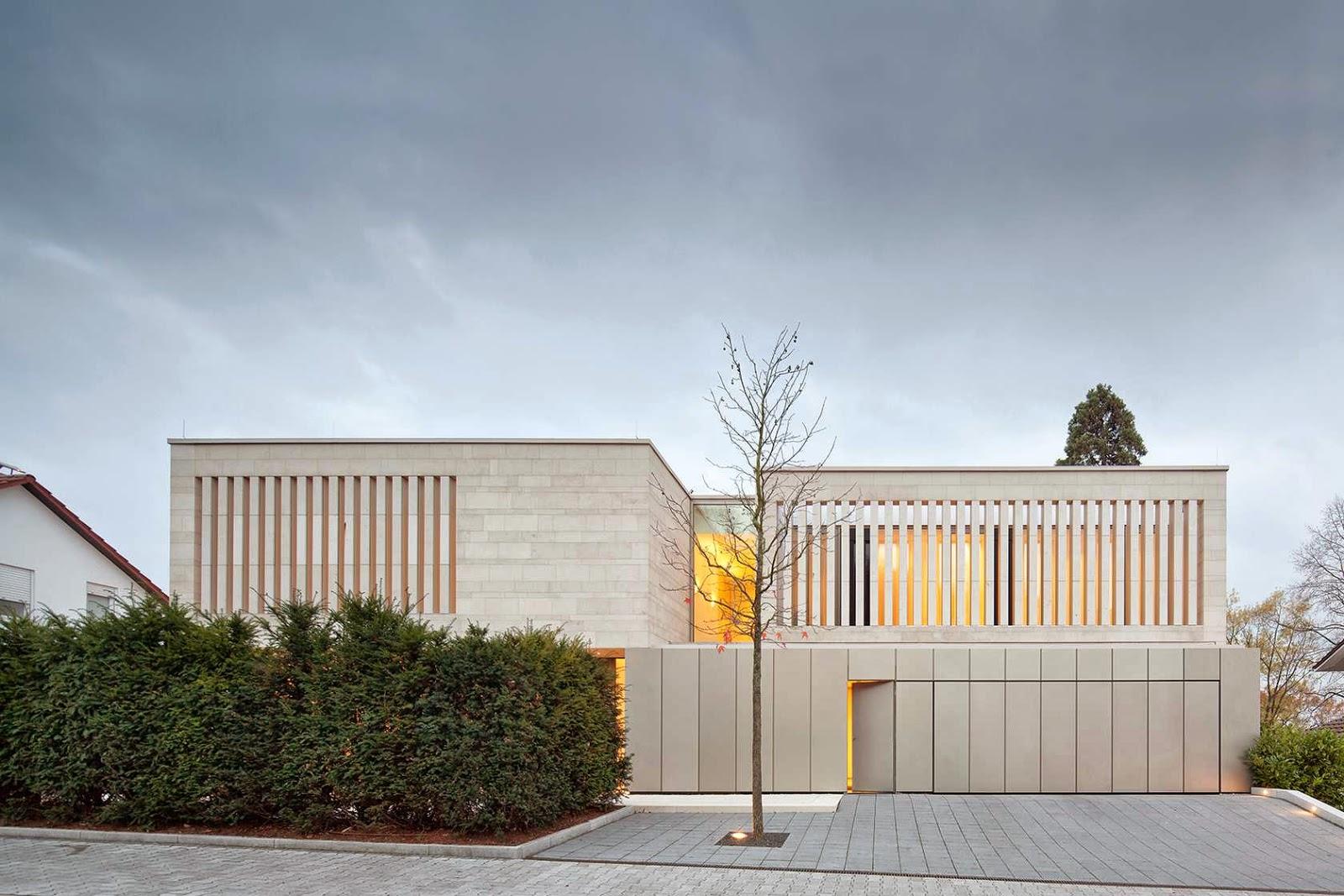 Edificio minimale con facciata in pietra - Maison pg architekten wannenmacher moller ...