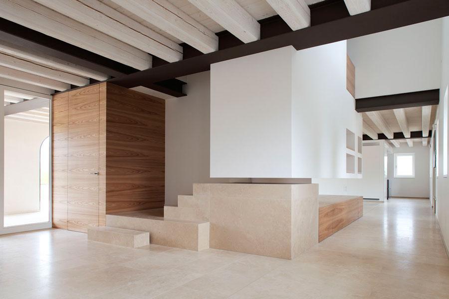 Pavimenti in travertino per ristrutturazione di fabbricato for Moderni piani casa fienile