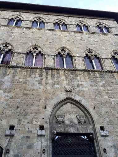 Il palazzo della famiglia Tolomei a Siena