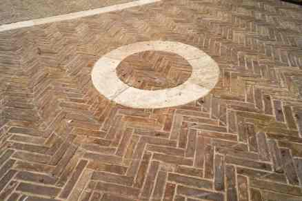 """Il celebre """"tondino"""" di piazza Pio II a Pienza"""
