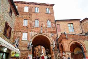 Porta Nova vista dall'esterno, Torrita di Siena