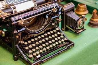 Alla Fiera Antiquaria sono sempre numerose le macchine da scrivere antiche e gli oggetti per appassionati della scrittura - ItalyzeMe CC BY-NC-ND 2.0