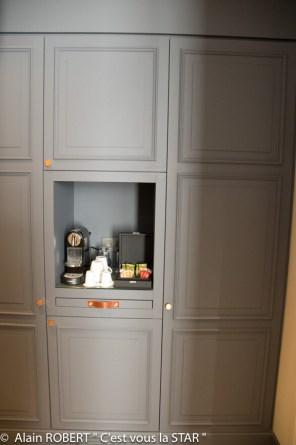 machine à café et choix de thés et tisanes dans chaque chambre