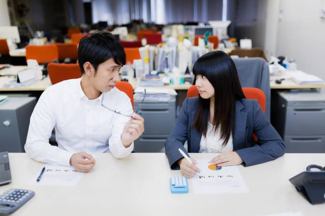 CSS85_keywosousasruop20131019_TP_V 40代女性が考える一般事務職が楽と言える理由はずっと座れるから