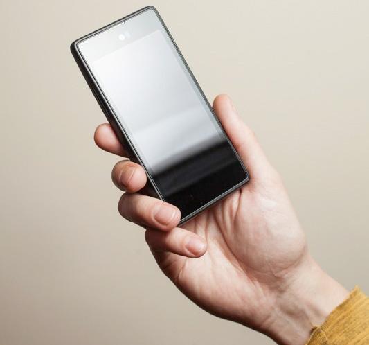 Российская Yota анонсировала суперфон с двумя дисплеями YotaPhone
