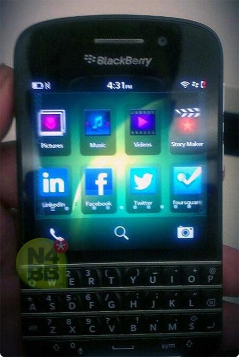 Новые фотографии клавиатурного смартфона BlackBerry X10
