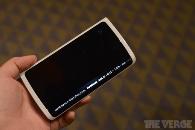 Прототип смартфона Samsung с гибким дисплеем