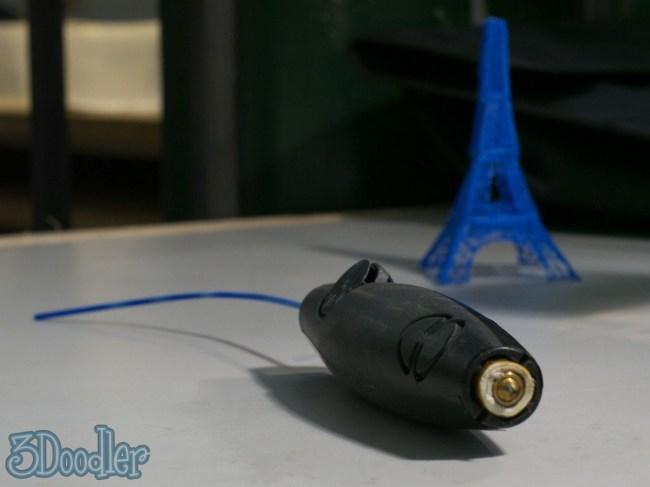 Готовящийся к выходу 3D-принтер в виде шариковой ручки 3Doodler вряд ли будет полезен в быту, но развлекаться с ним, должно быть, весело
