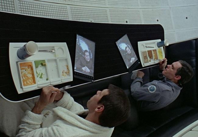 Астронавты из кинофильма «2001: Космическая одиссея» любили за завтраком почитать новости с помощью планшета Newspad