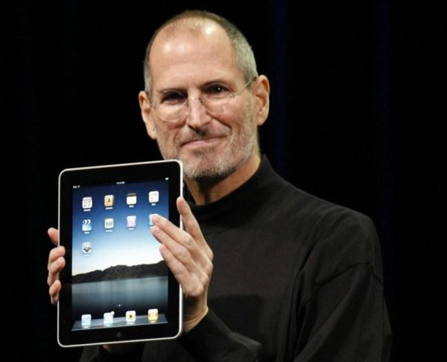 После презентации iPad первого поколения, которую вел тогдашний глава компании Стив Джобс, ведущие мировые аналитики не верили в успех нового продукта Apple