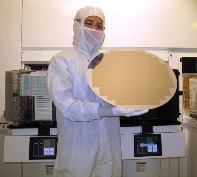 Готовая к нарезке полупроводниковая «вафля»