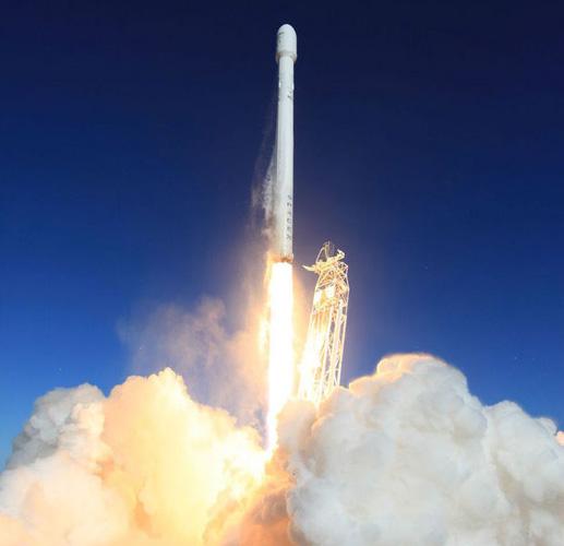 SpaceX запустила улучшенную ракету Falcon 9 1.1 и провела пробный повторный вход в атмосферу разгонного блока