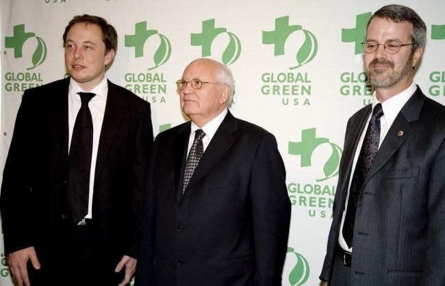 Слева направо: Илон Маск, Михаил Горбачев и Мартин Эберхард на вручении премии Global Green 2006