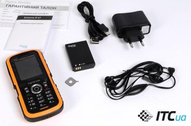 В комплекте с телефоном Sigma mobile X-treme IP67 Dual SIM тоже поставляется USB-кабель с удлиненным штекером