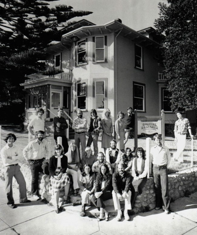 Digital Research Inc.: коллективное фото 1980 г. Гэри и Дороти Килдаллы – крайние справа на первом плане