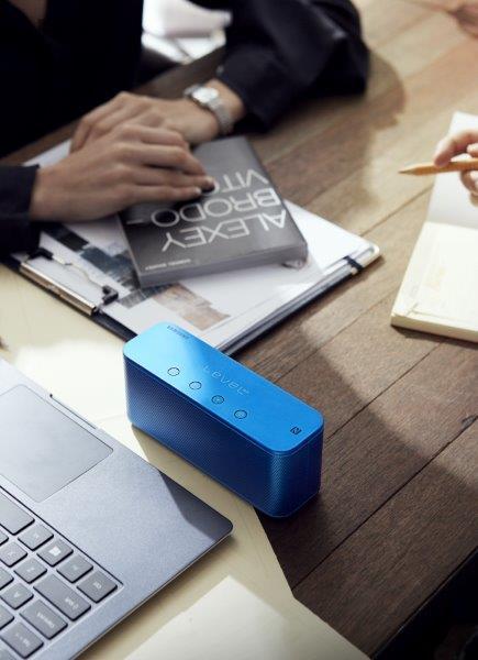 Samsung Level Box mini Lifestyle Image