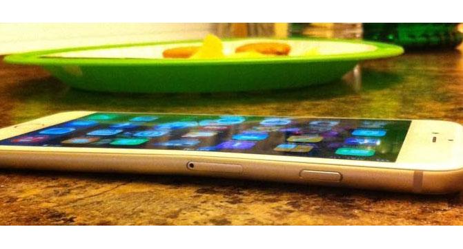 Смартфон iPhone 6 Plus может погнуться при хранении в кармане брюк