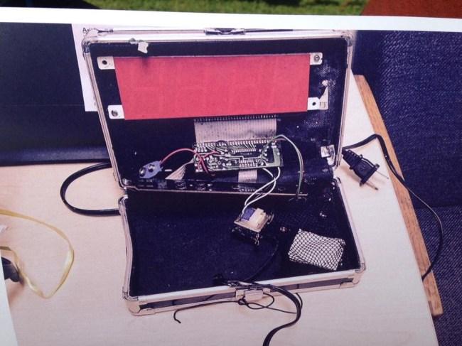 Американский школьник после ареста по подозрению в создании бомбы был приглашён в IT-компании и Белый дом