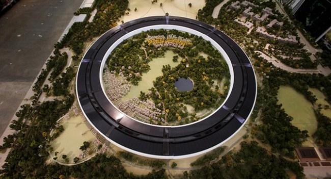 Ход строительства нового кампуса Apple сняли при помощи дрона