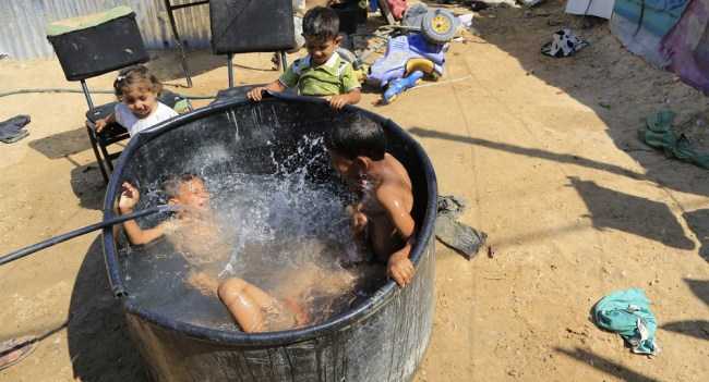 Mideast Palestinians Heat Wave