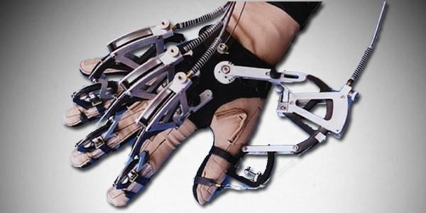 Это не рука киборга – это один из вариантов перчатки VPL DataGlove