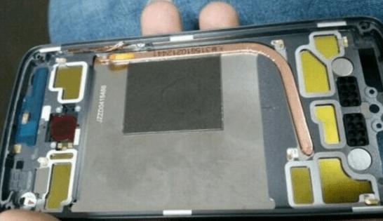 Смартфон Motorola Moto X четвёртого поколения получит тепловую трубку и сканер отпечатков пальцев