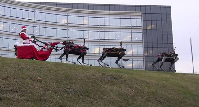 Boston Dynamics запрягла в рождественскую упряжку оленей-роботов