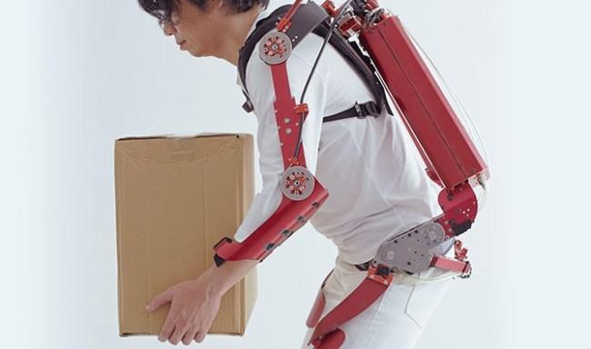 В Японии создан экзоскелет, способный поднимать груз массой до 30 кг