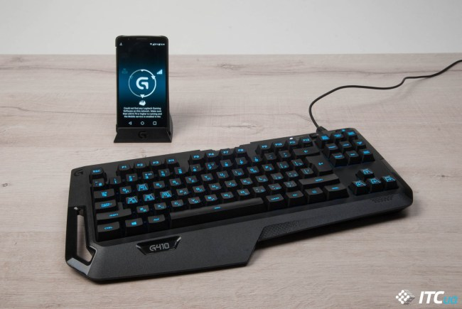 Logitech_G410_with_Smartphone
