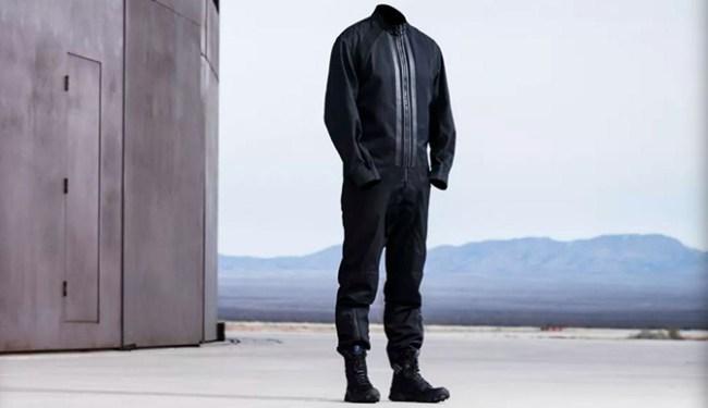 Virgin Galactic выпустила лётный костюм с ботинками для пилотов SpaceShipTwo